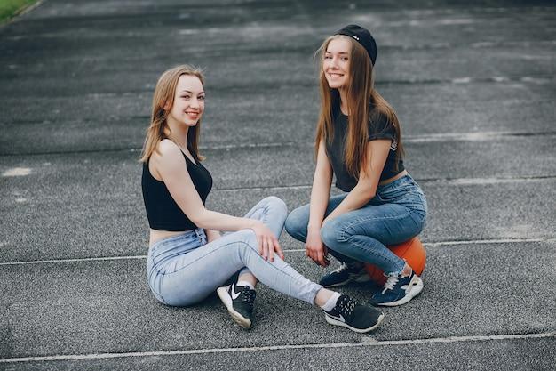 Meisjes met een bal