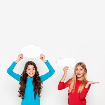 Meisjes met praatjebellen
