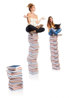 Meisjes op boeken