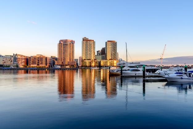 Melbourne, australië. waterview van de pier van docklands.