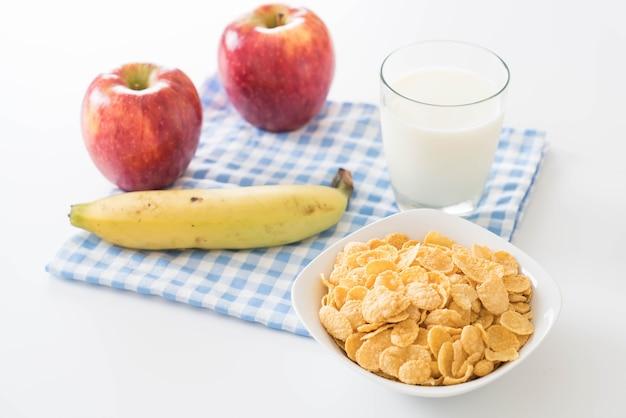 Melk, appel, banaan en cornflakes