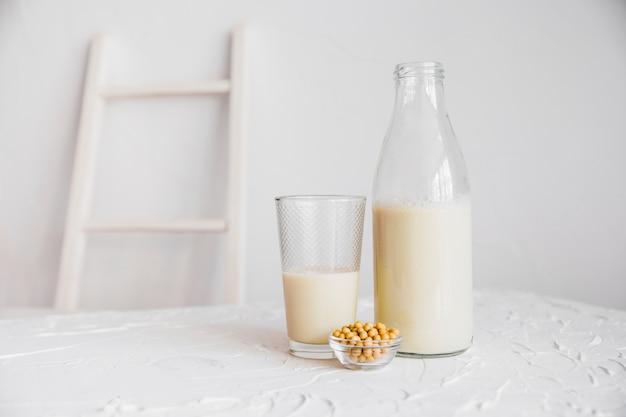 Melk en ontbijtgranen