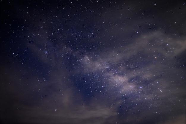 Melkweg en sterren 's nachts