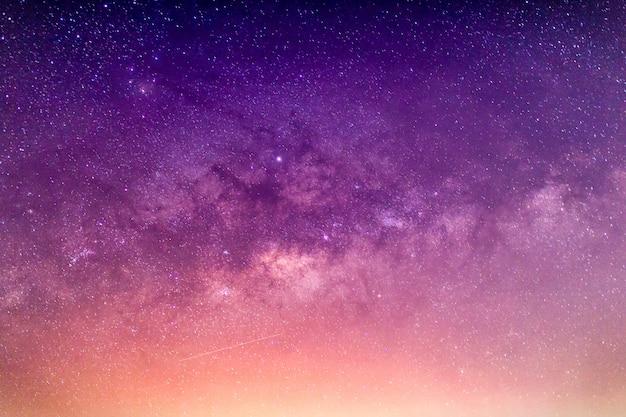Melkweg met sterren en ruimtestof
