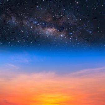 Melkweg op de avondrood