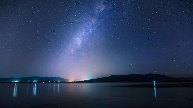 Melkweg over de zee