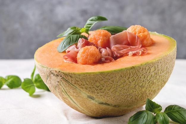 Meloen en ham salade