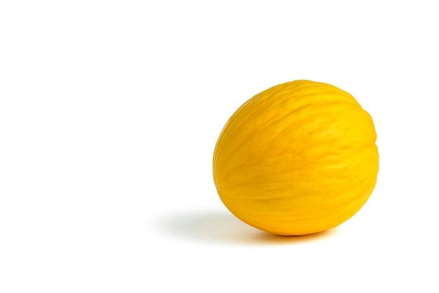 Meloen op een witte achtergrond gele meloen op een wit isolaat voor invoeging in een projectontwerp of een...