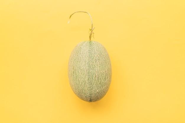 Meloen op gele achtergrond