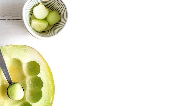 Meloenballen in een kom