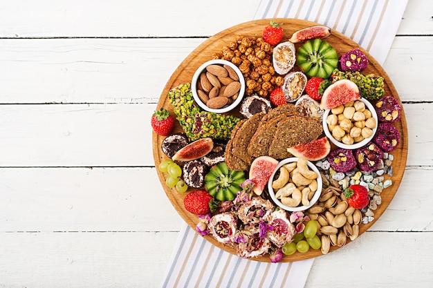 Meng fruit en noten, gezonde voeding, turkse zoetigheden, mager eten.