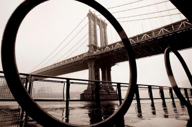 Mening van de brug van manhattan in de stad van manhattan, new york, de vs