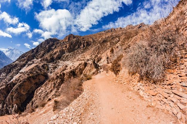 Mening van de majestueuze de herfstbergen van nepal van trekking rond annapurna