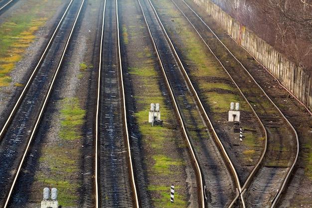 Mening van de sporen van de spoorweg hierboven