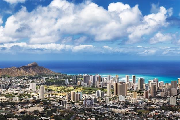 Mening van de stad van honolulu, waikiki en diamond head van tantalus-vooruitzicht, oahu, hawaï