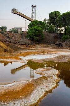 Mening van een plaats van de ijzermijnbouw in rio tinto, spanje wordt gevestigd dat.