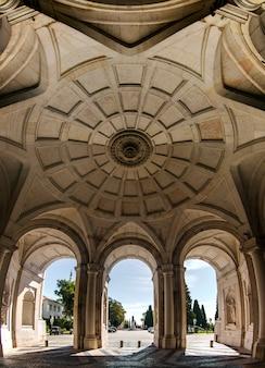 Mening van het mooie die paleis ajuda in lissabon, portugal wordt gevestigd.