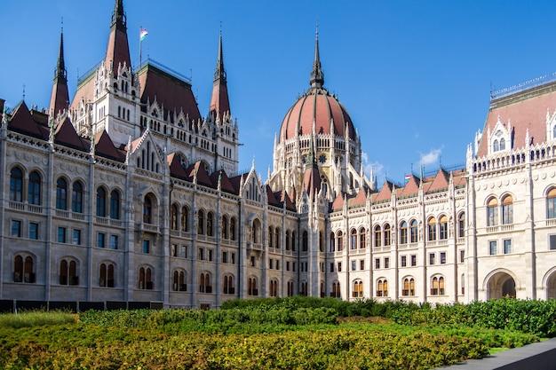 Mening van het parlementsgebouw in boedapest, hongarije