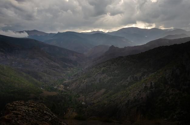 Mening van het pontische bergen dichtbij de stad van torul, gumushane-provincie in het gebied van de zwarte zee van turkije