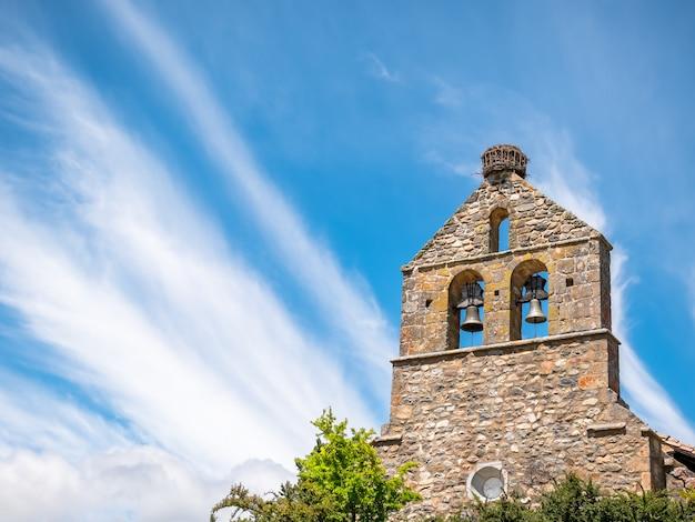Mening van kerk van riano, provincie van cantabrisch leon, spanje