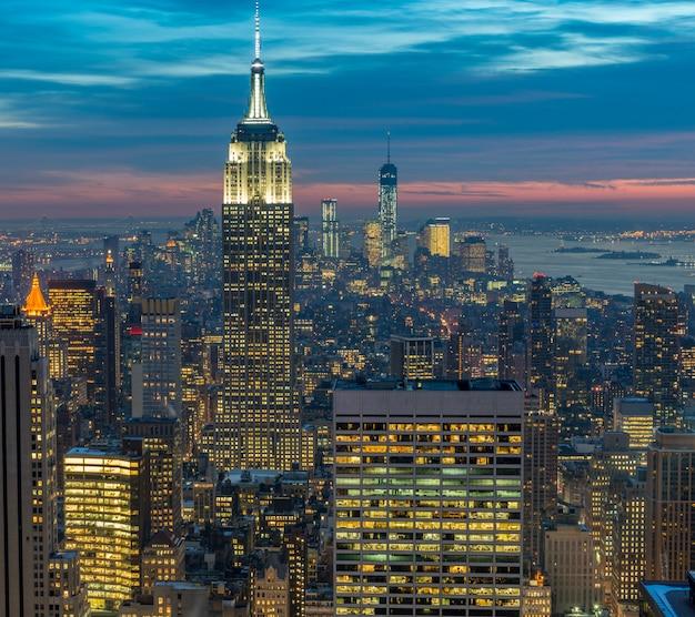 Mening van new york manhattan tijdens zonsonderganguren