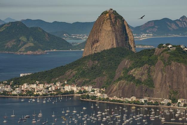Mening van sugar loaf, corcovado, en guanabara-baai, rio de janeiro, brazilië