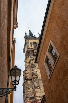 Mening van tynkerk in praag, tsjechische republiek.