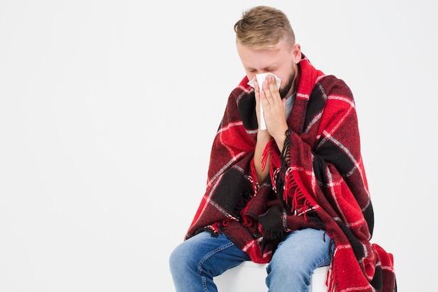 Mens die aan kou lijdt