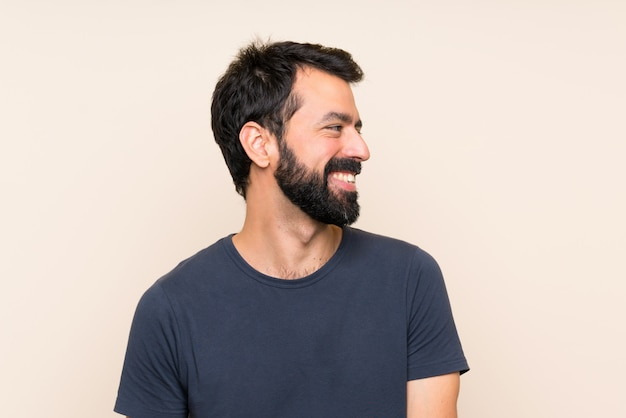 Mens die met baard een idee denkt