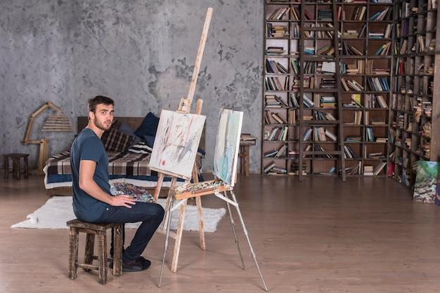 Mens die thuis schildert