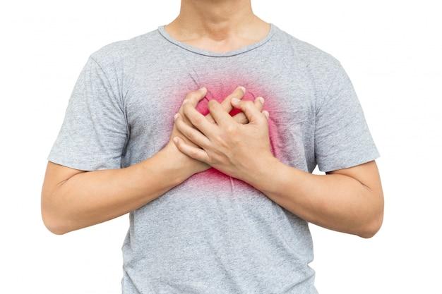 Mens die zijn borst van geïsoleerde pijn in zijn borst clutching