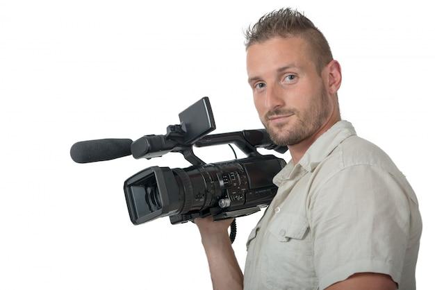 Mens met professionele camcorder die op wit wordt geïsoleerd