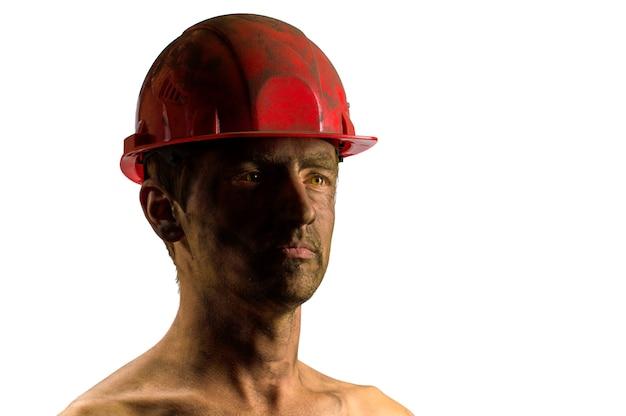 Mens op wit onhead bouwvakkergezicht in stof
