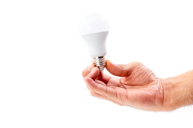 Menselijke hand met led-lamp geïsoleerd op een witte achtergrond.