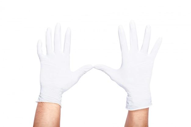 Menselijke handen die witte latex medische handschoen dragen