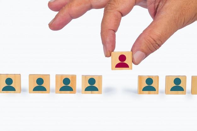 Menselijke hulpbronnen voor het rekruteren van een zakenman, bedrijfsconcept.