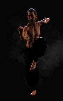 Menselijke vechtsporten sporttraining met uitknippad