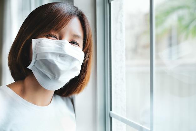 Mensen blijven en veiliger thuis voor zelfquarantaine om het coronavirus, de covid19-pandemie-uitbraak, te stoppen.