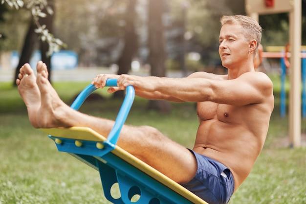 Mensen, bodybuilding en sport trainingsconcept.