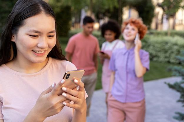 Mensen close-up maken met smartphones