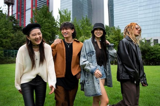 Mensen die k-pop-esthetiekkleding dragen