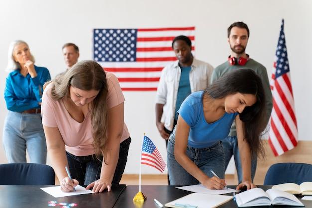 Mensen die zich registreren om te stemmen in de verenigde staten