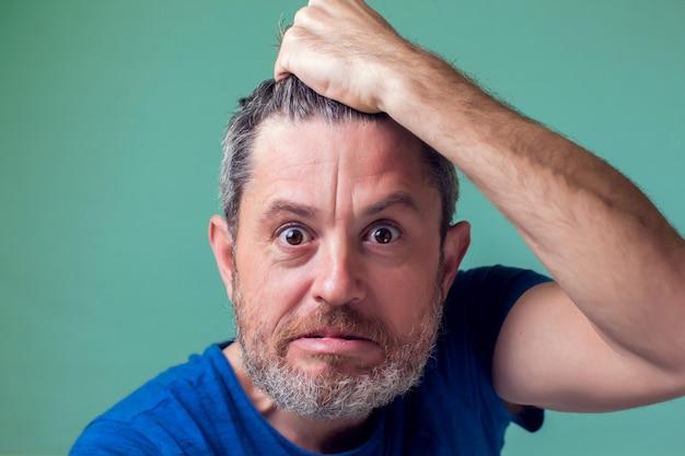 Mensen en emoties - boze man met baard