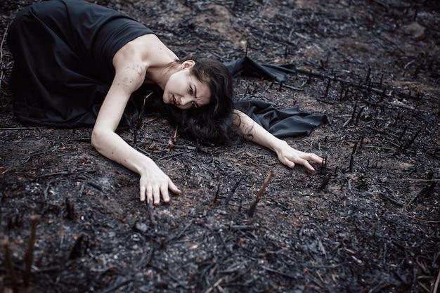 Mensen en stervende natuur. ecologie concept