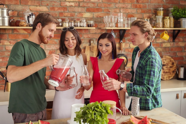 Mensen in de keuken