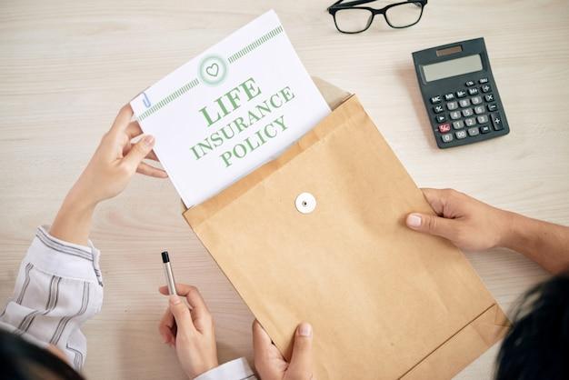 Mensen met een contract van levensverzekering