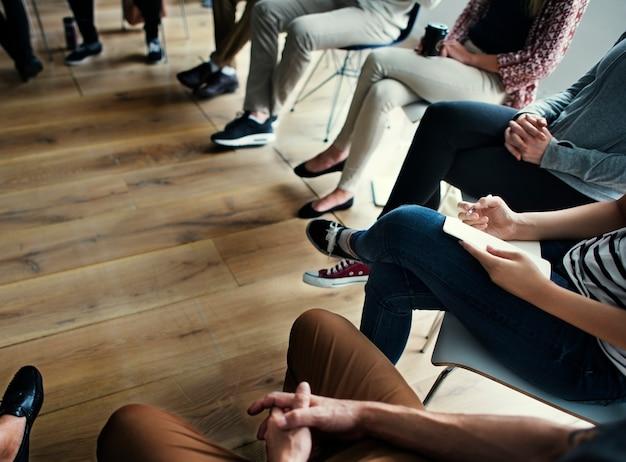Mensen ontmoeten seminar kantoorconcept