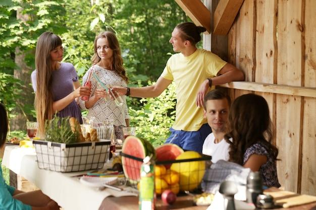 Mensen op de picknick