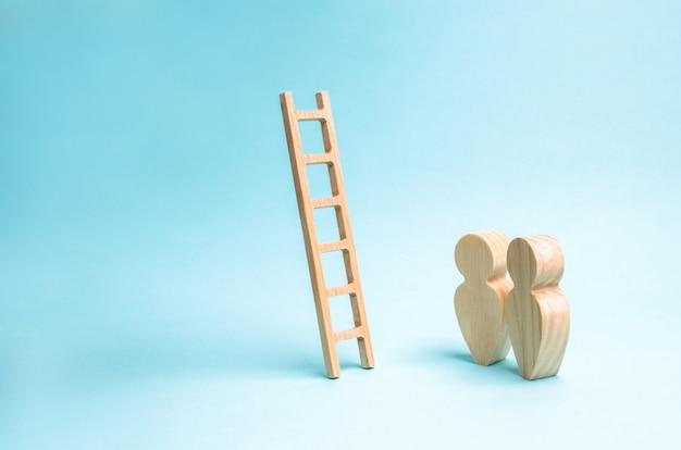 Mensen staan en kijken naar de trap. ladder naar nergens, carrièreladder.