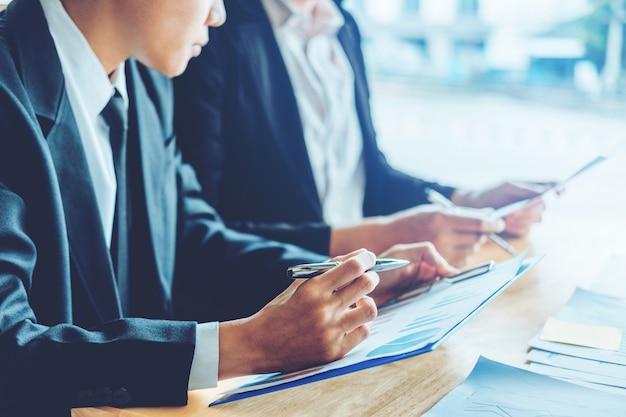 Mensen uit het bedrijfsleven ontmoeten planning strategie